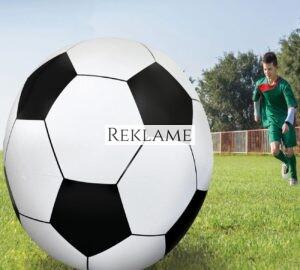 Er almindelig fodbold blevet for kedeligt? Prøv en gigantisk fodbold