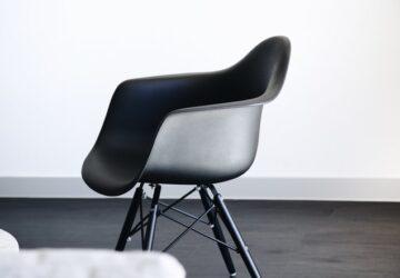 Spisebordsstol med armlæn – 30 flotte stole med armlæn